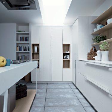 Cesar Kalea Kitchen in Lacquer and Rough Oak